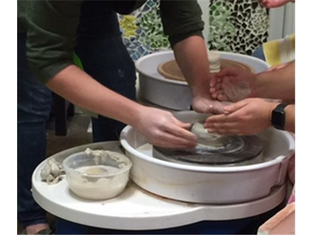 Pottery wheel class for adults