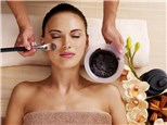 Facials: Hollywood Institute of Beauty Careers