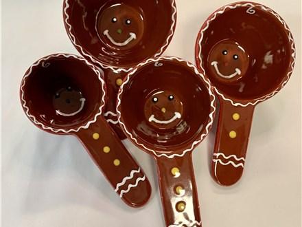 Gingerbread Cookie Measuring Cup Set Nov. 9