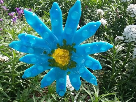 Blue Daisy Fused Glass Garden Stake