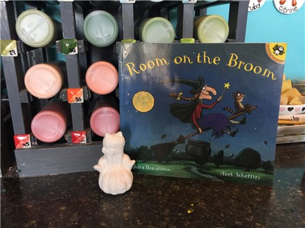 Storytime Art: Room on the Broom! October 25th and 26th